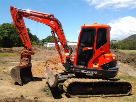 6 Tonne Excavator for hire