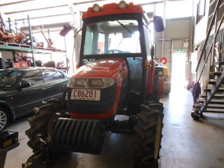 2010 Kioti Tractor 5 Tonne / Broom